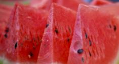 Арбузы внесли в список продуктов, вызывающих рак